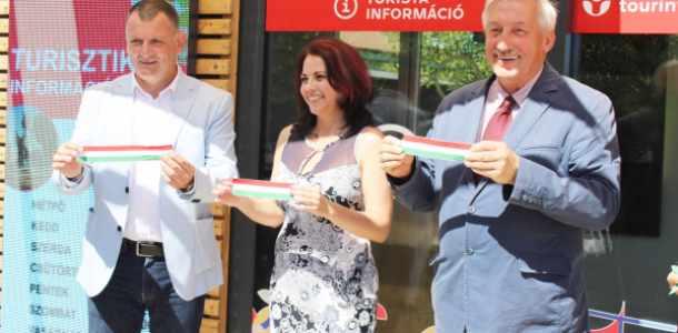 Megújult Tourinform irodát avattak Cegléden